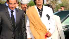 Sarkozy  y Gadafi.
