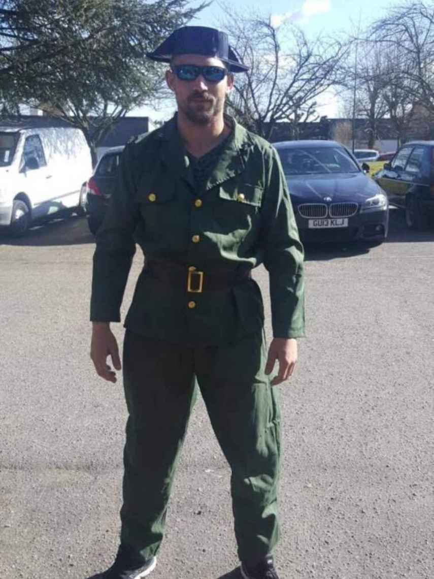 Jaime Vizern vestido de Guardia Civil en Waterloo