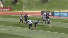 Gol de Lucas Vázquez en el entrenamiento de la Selección