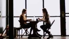 La conversación humana se replica en la red a través de 'chatbots'.