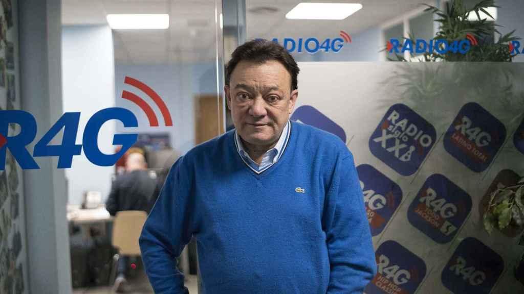 José Antonio Abellán posa en las instalaciones de Radio 4G durante un momento de su entrevista con EL ESPAÑOL.