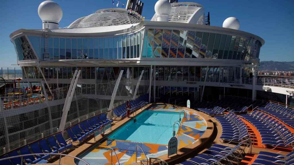 Vista de las piscinas de cubierta en el puente 15.