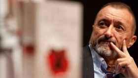 Pérez -Reverte dispara contra el gobierno por no frenar la campaña contra España