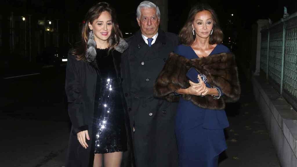 Tamara Falcó, Mario Vargas Llosa e Isabel Preysler.