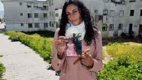 Teresa Arcos tiene 33 años y es madre de una niña de cuatro. Creció entre dos familias enfrentadas por el control del tráfico de hachís en Barbate (Cádiz).