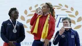Lydia Valentín celebra su oro en el Europeo de halterofilia.