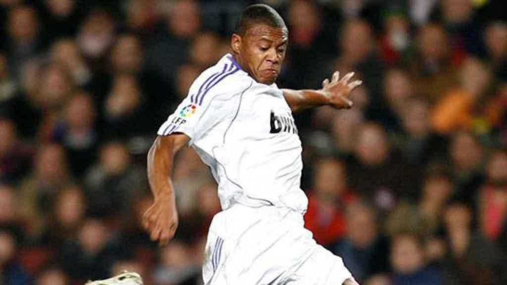Julio Baptista, durante un Barcelona-Real Madrid