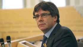 Puigdemont, con el lazo amarillo en favor de la libertad de los presos.