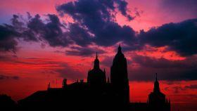 Atardecer cordobés con la catedral perfilando el skyline de la ciudad.