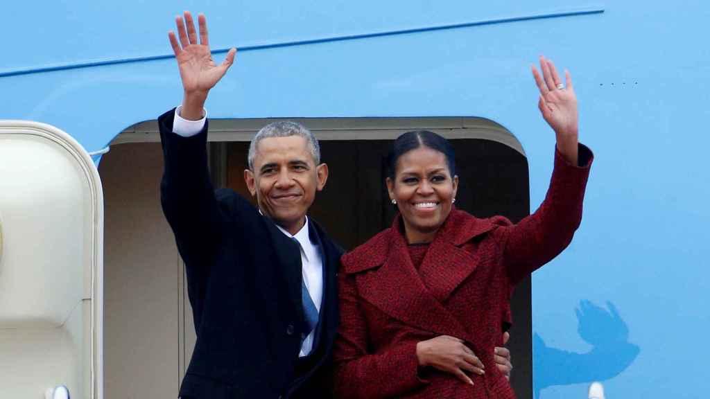 Barack y Michelle Obama saliendo del Air Force One