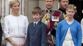 James junto a distintos miembros de la Familia Real en junio de 2016.