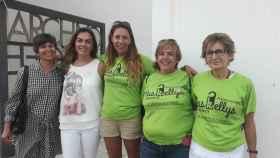 Las Kellys de Lanzarote, con Myriam Barros en el centro y la senadora López Santana a su derecha.