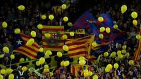 El Camp Nou se llenó de globos amarillos el miércoles.