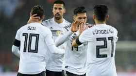Khedira y Emre Can, con Özil y Gündogan en la selección alemana. Foto: dfb.de
