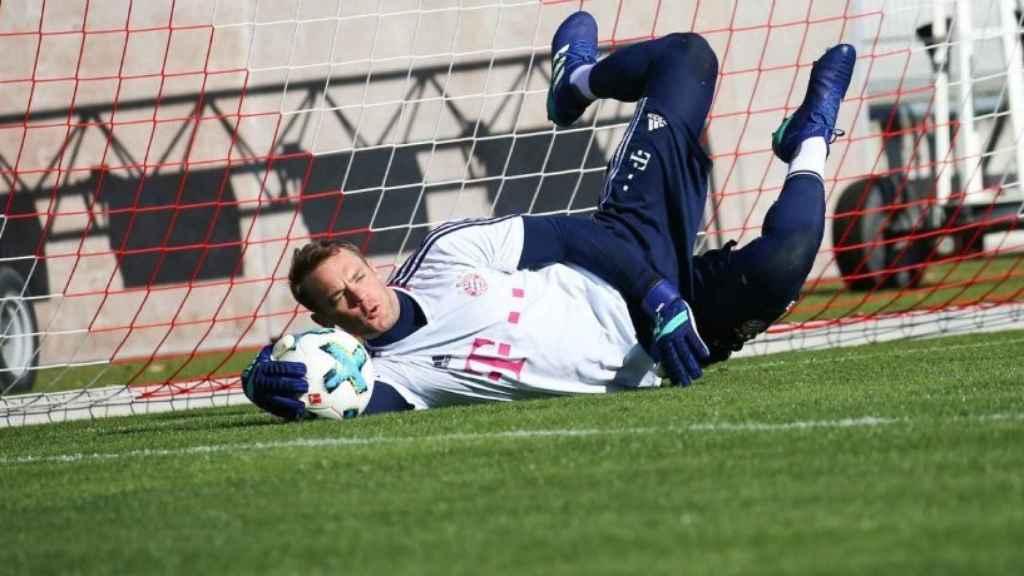 Manuel Neuer entrenando con el Bayern Múnich. Foto: Twitter (@FCBayernES)