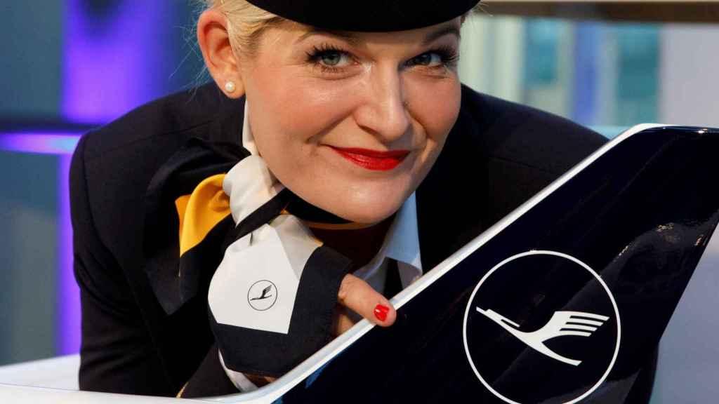Una imagen del nuevo logo del grupo Lufthansa durante su presentación en febrero.