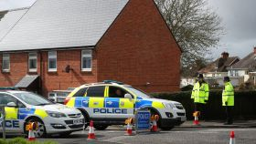 La Policía británica, en las inmediaciones de la casa de los Skripal.