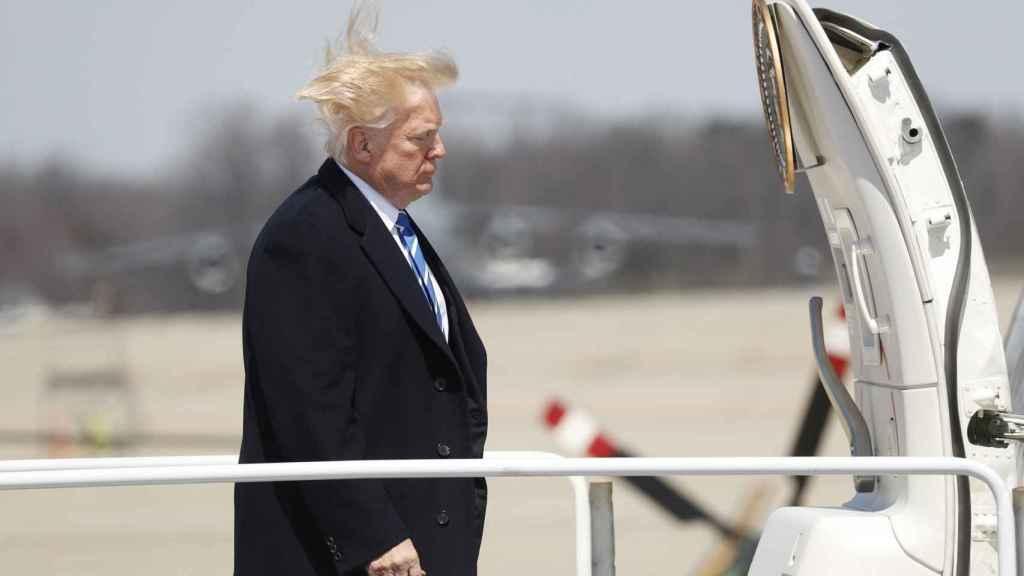 Donald Trump de camino a su avión