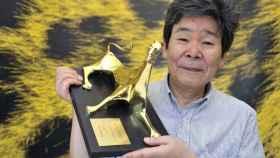 Isao Takahata con el premio Leopard of Honor.
