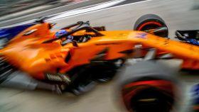 Fernando Alonso durante los primeros libres en Sakhir.