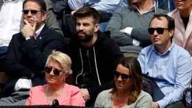 Gerard Piqué, en el centro, durante el partido de Ferrer de Copa Davis este viernes en la Plaza de Toros de Valencia.