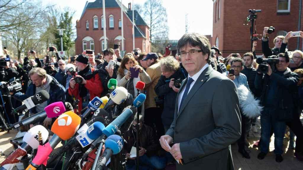 Puigdemont, durante la rueda de prensa tras salir de la cárcel de Neumünster.