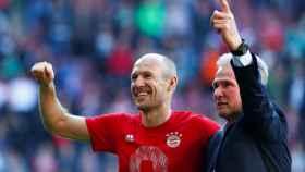 Robben y Heynckes celebran la liga del Bayern.