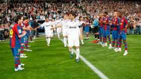 El FC Barcelona haciendo el pasillo al Real Madrid