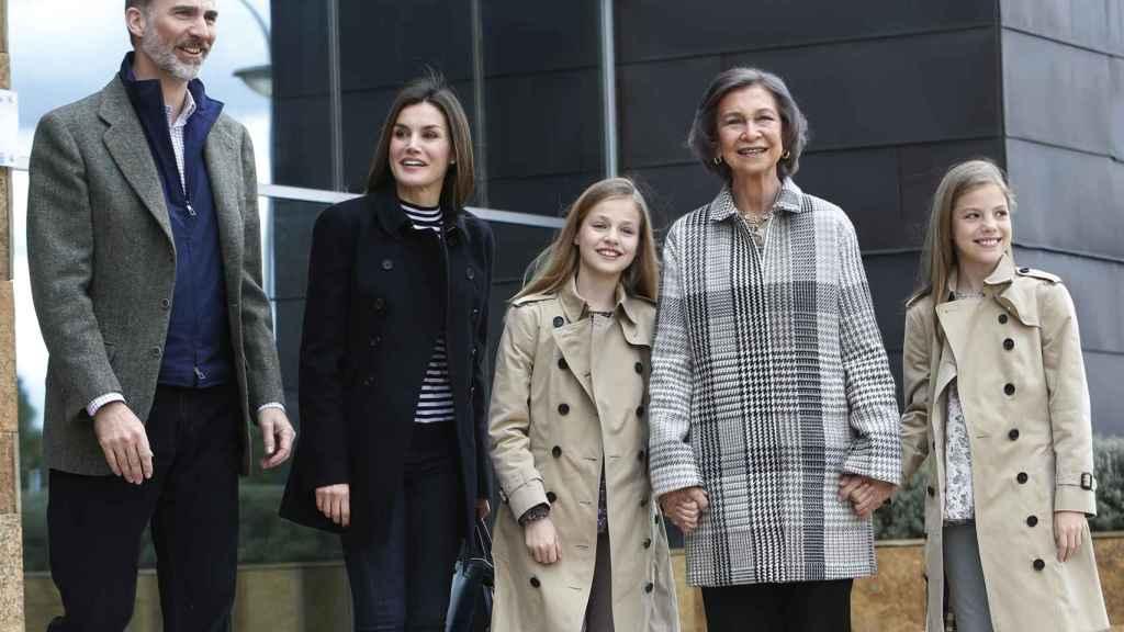 La idílica foto de unión de la reina Sofía con sus nietas.