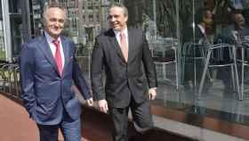 A la izquierda, el presidente de CIE Automotive, Antón Pradera, junto al consejero delegado, Jesús María Herrera.