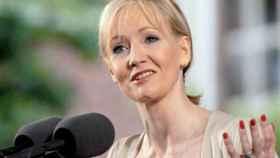 La escritora JK Rowling durante la conferencia a licenciados de Harvard, en 2008.