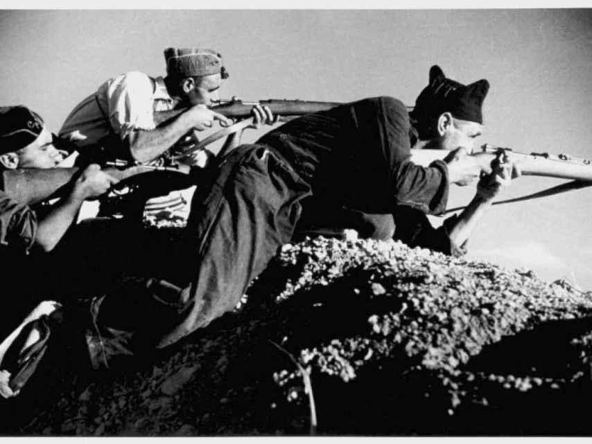 Milicianos republicanos en Cerro Muriano retratados por Robert Capa.