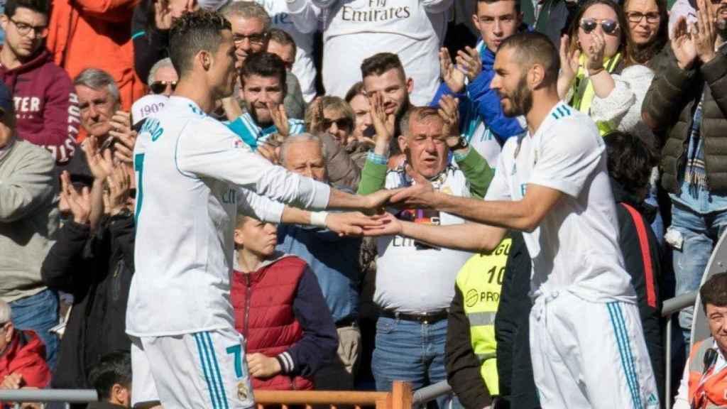 Cristiano Ronaldo es sustituido por Benzema. Foto: Pedro Rodríguez / El Bernabéu