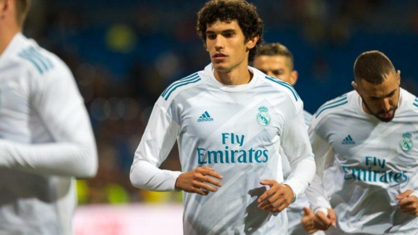El Real Madrid, obligado a fichar un central en verano