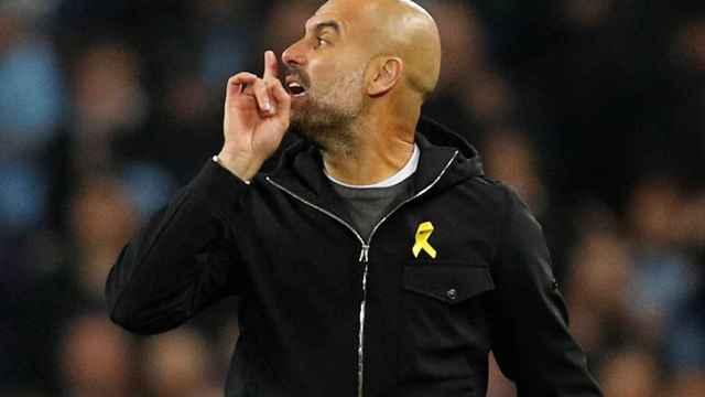 Guardiola le recrimina al árbitro Mateu Lahoz sus decisiones.