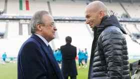 Florentino Pérez habla con Zidane durante el entrenamiento