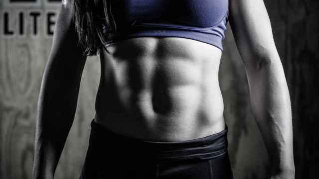Para tener los deseados cuadraditos tendrás que trabajar muchos más músculos de los que piensas.