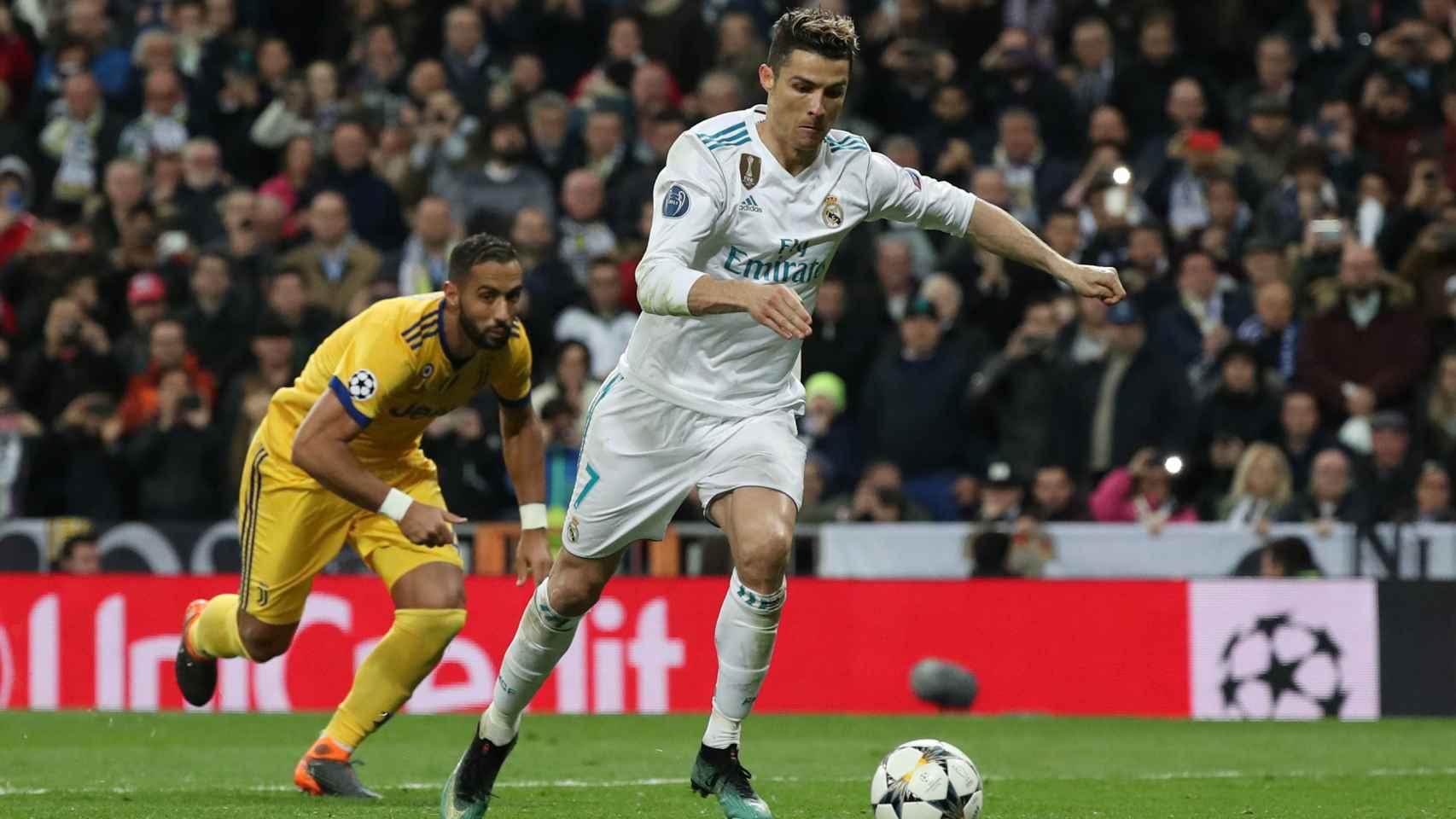 Cristiano Ronaldo en el momento del lanzamiento del penalti.