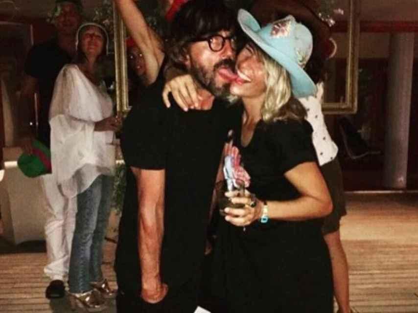 La pareja en una celebración.