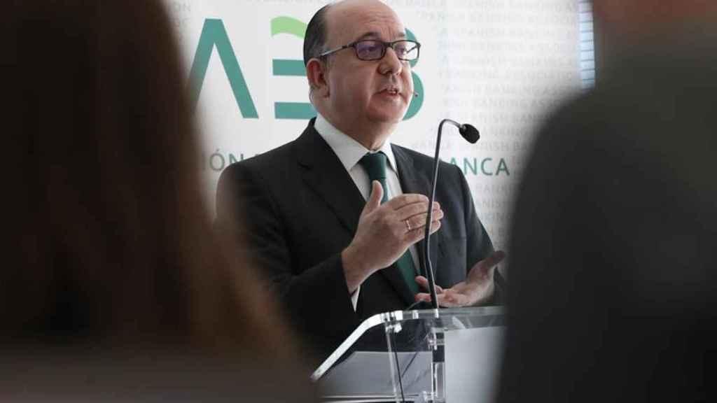 José María Roldán, reelegido presidente de la AEB, comparece ante los medios.