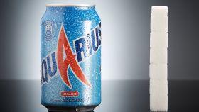 El azúcar que contiene un bote de Aquarius equivale a seis terrones y medio.