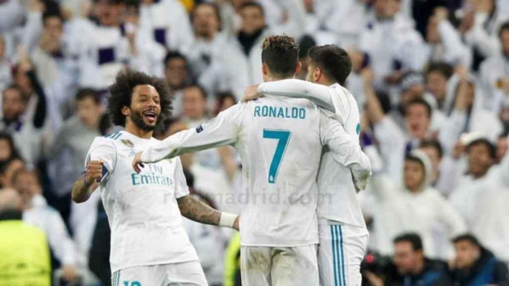Asensio y Marcelo abrazan a Cristiano Ronaldo