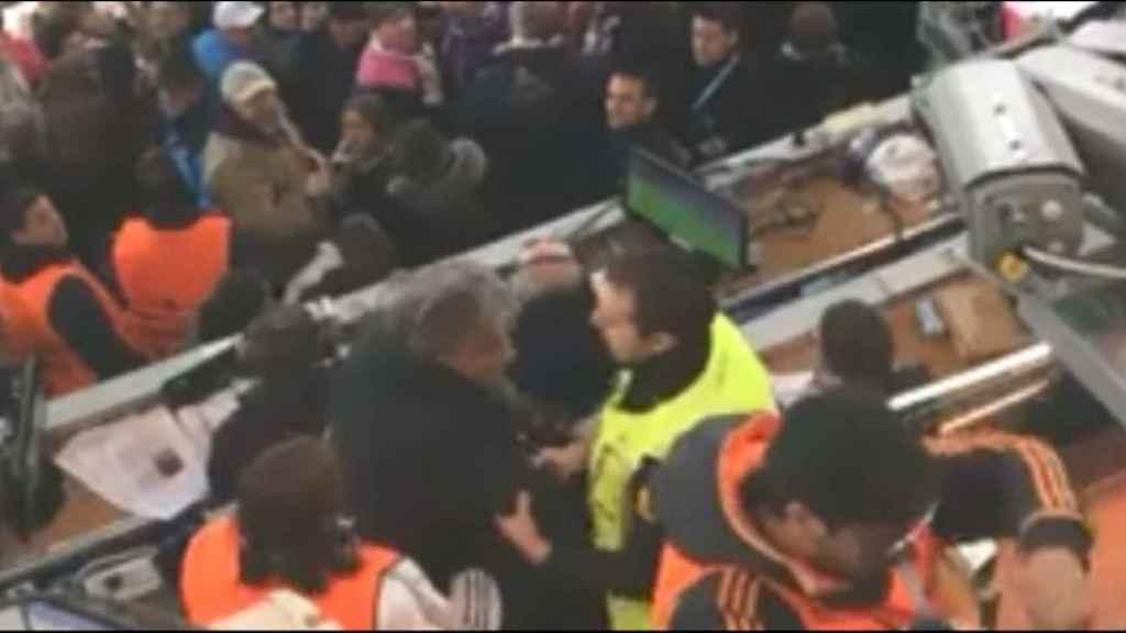 Echan a un periodista de la tribuna por encararse a los aficionados del Real Madrid