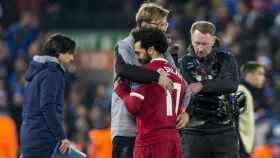 Salah y Klopp celebran el pase a cuartos de la Champions. Foto: Twitter (@LFC)