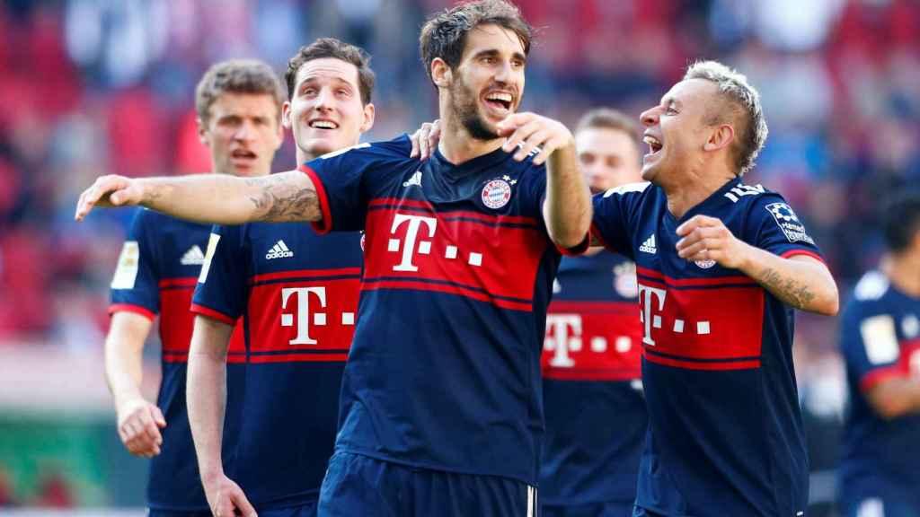 Javi Martínez, en primer plano, junto a compañeros del Bayern.