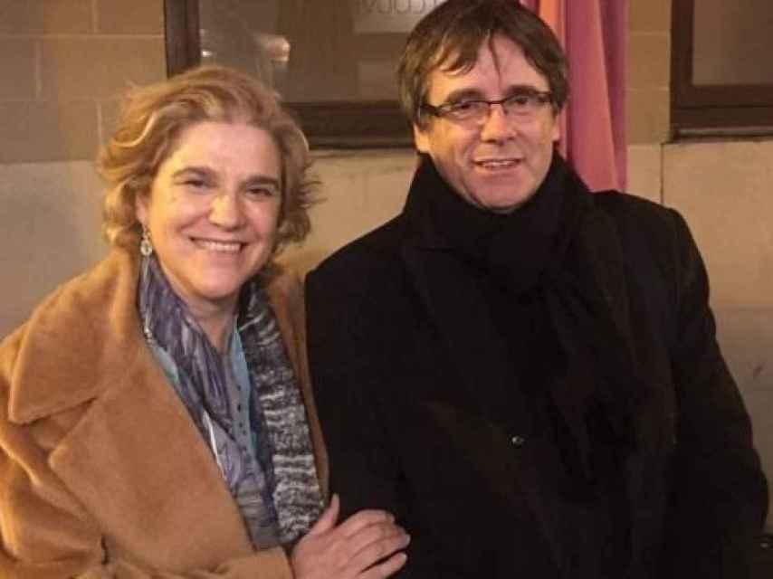 Pilar Rahola junto a Carles Puigdemont.