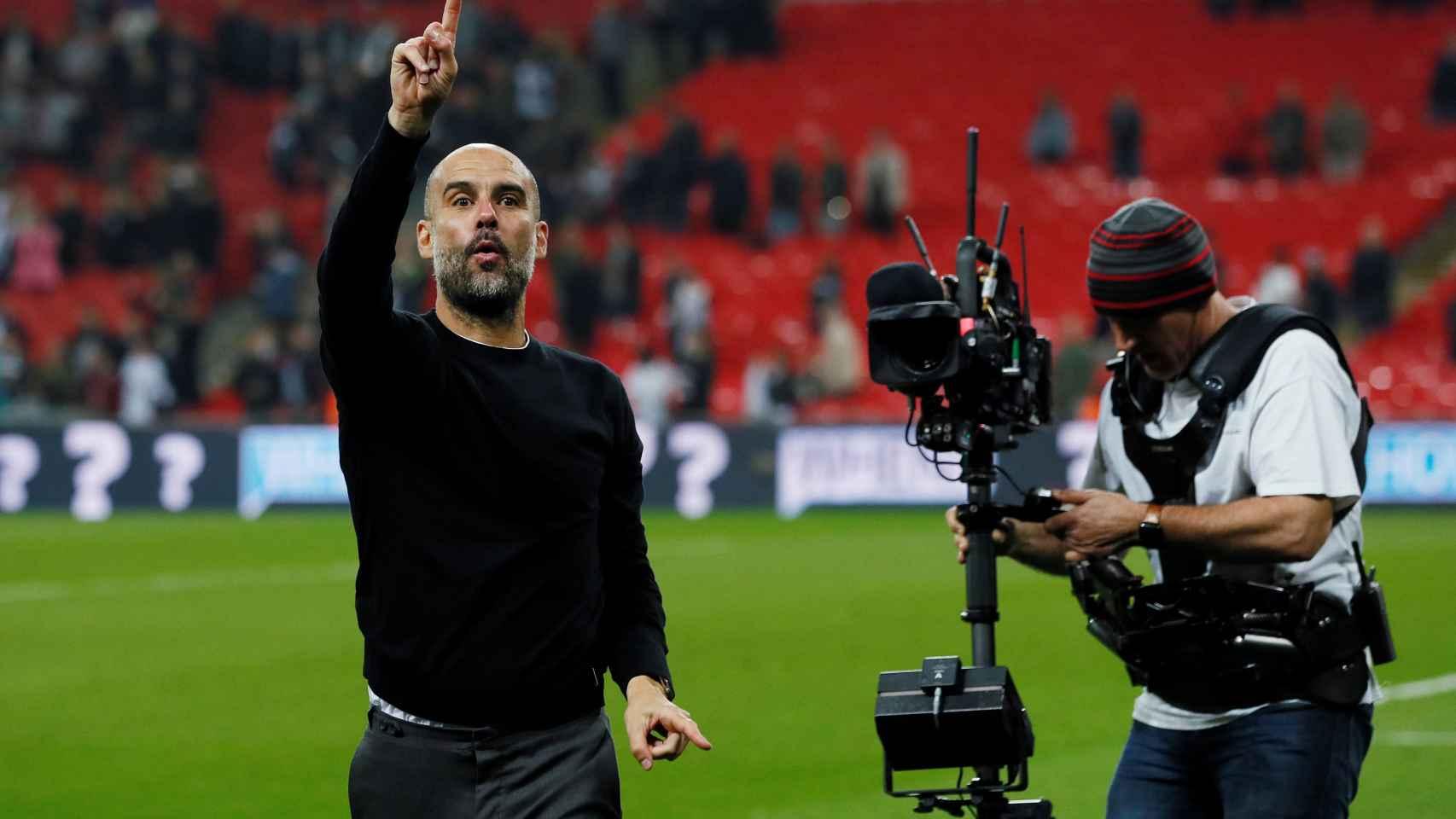 Pep Guardiola celebra una victoria contra el Tottenham.