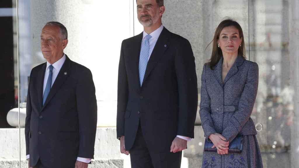 La reina Letizia, el rey Felipe y Marcelo Rebelo de Sousa.