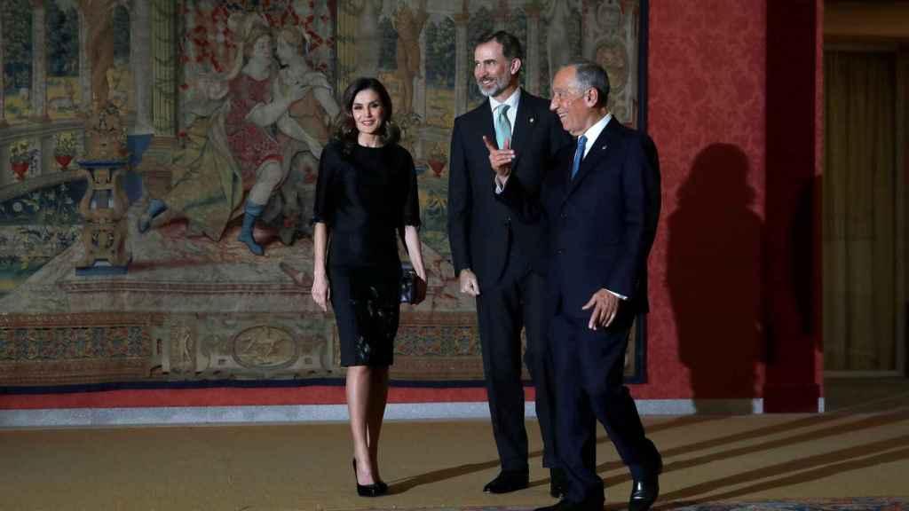 Los Reyes, Felipe VI y Letizia junto al presidente de Portugal