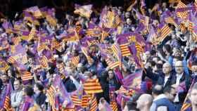 Afición del Barcelona con esteladas. Foto: fcbarcelona.com
